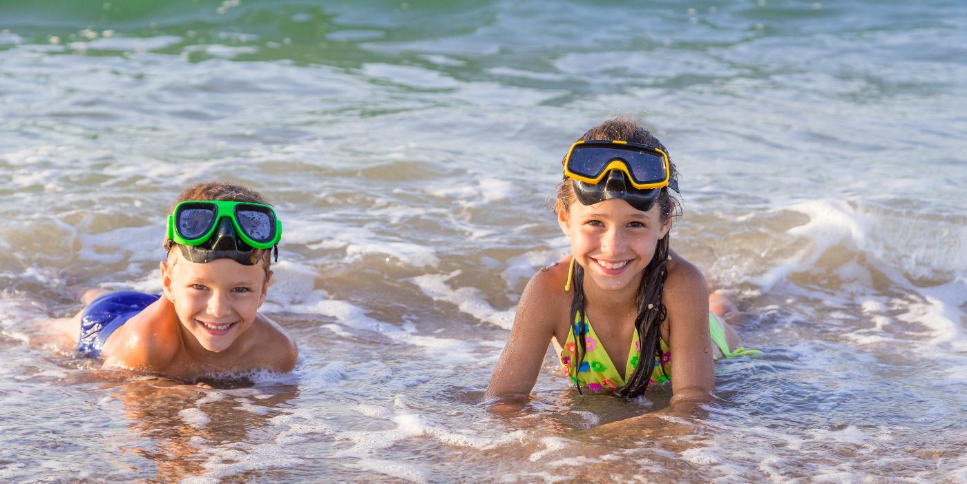 Vigila a tus hijos mientras estén en el agua